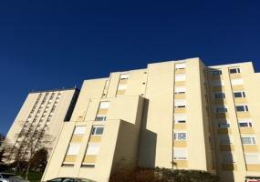 A louer dans résidence sécurisée avec ascenseur, appartementT3  avec séjour, cuisine, 2 chambres, sdb et WC. Chalon sur saone